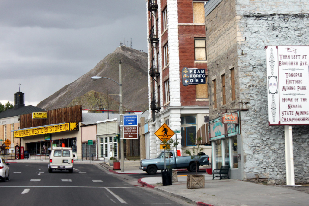 Tonopah, one of the larger towns on the 95